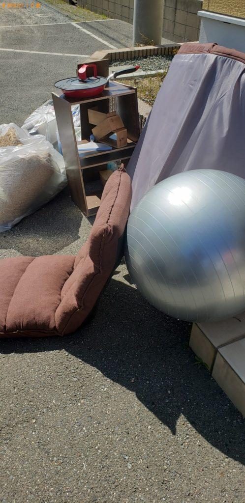 【多気町】ソファー、座椅子、収納棚、フライパン等の回収・処分